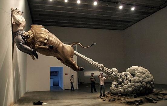 Una foto de Morante cada día - Página 4 Bull-fart-sculpture-01